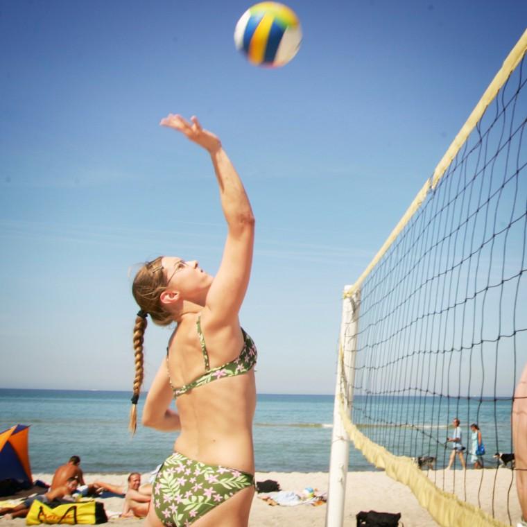 Volleyball spielen am Sportstrand in Dierhagen, Strandaufgang 16