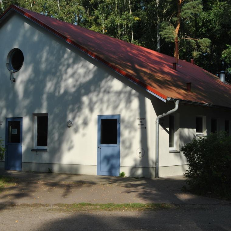 Waschhaus 1 im Wald