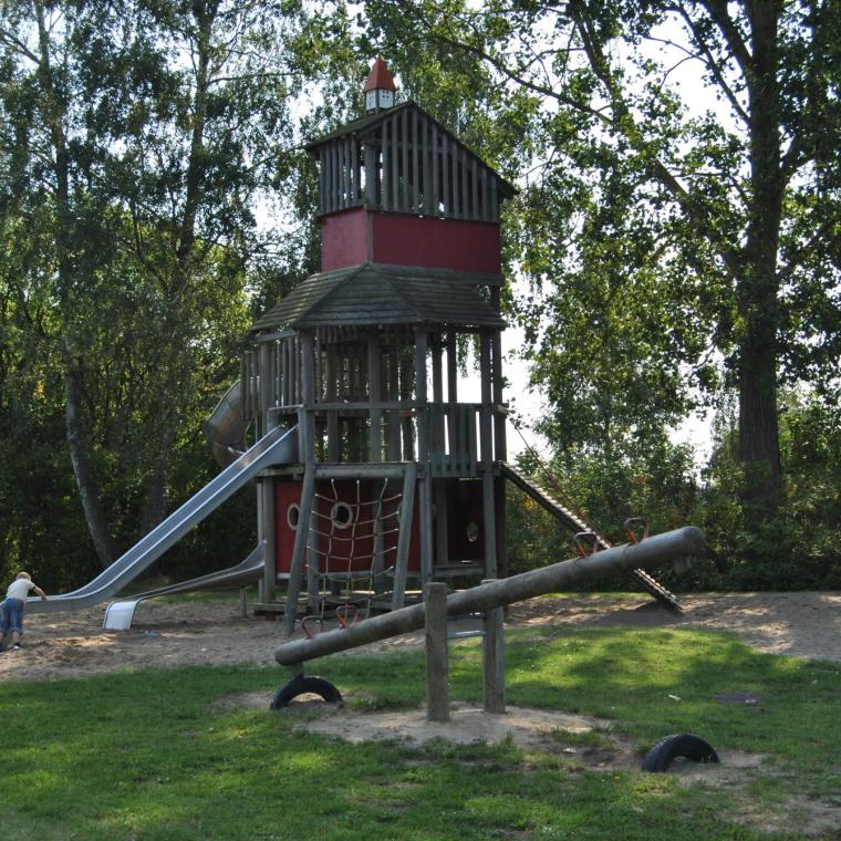Kletterturm und Wippe